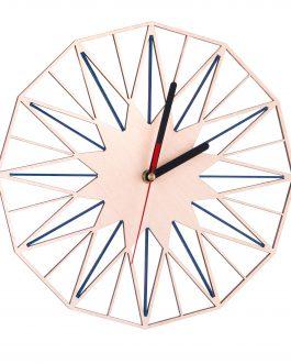 Kolorowy zegar ścienny ze sklejki w industrialnym stylu