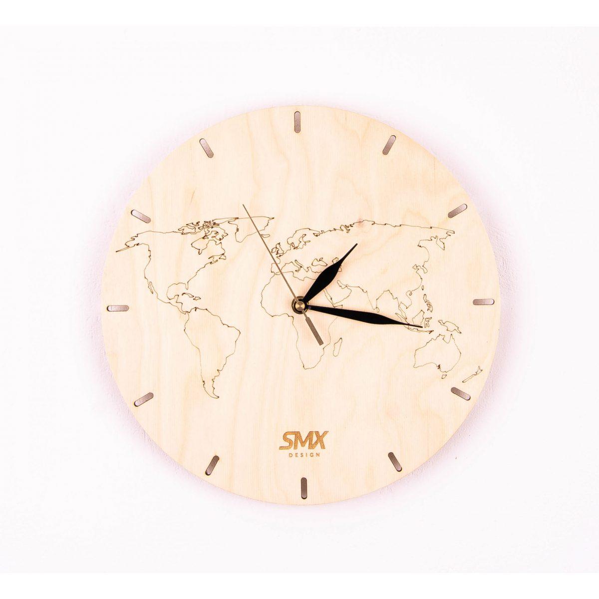 zegar z mapą świata