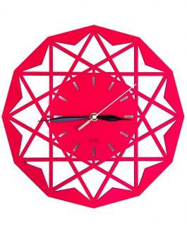 Czerwony zegar ażurowy na ścianę z symetrycznymi motywami