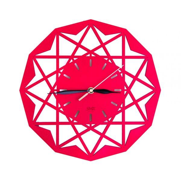zegar z symetrycznymi motywami