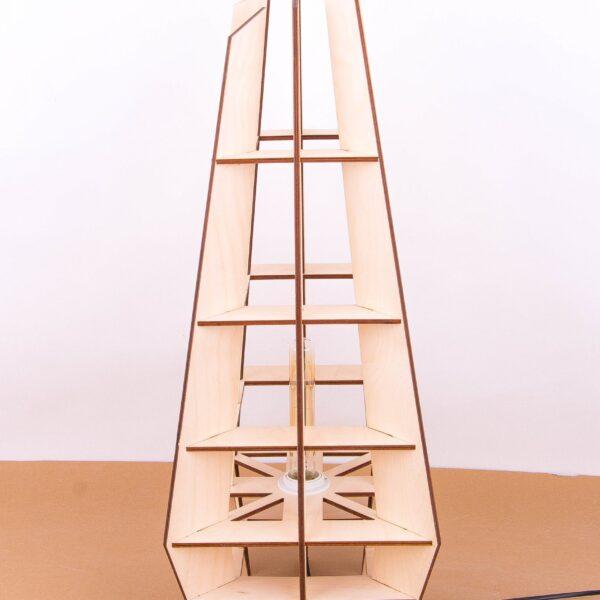 nowoczesna lampa stojąca z drewna