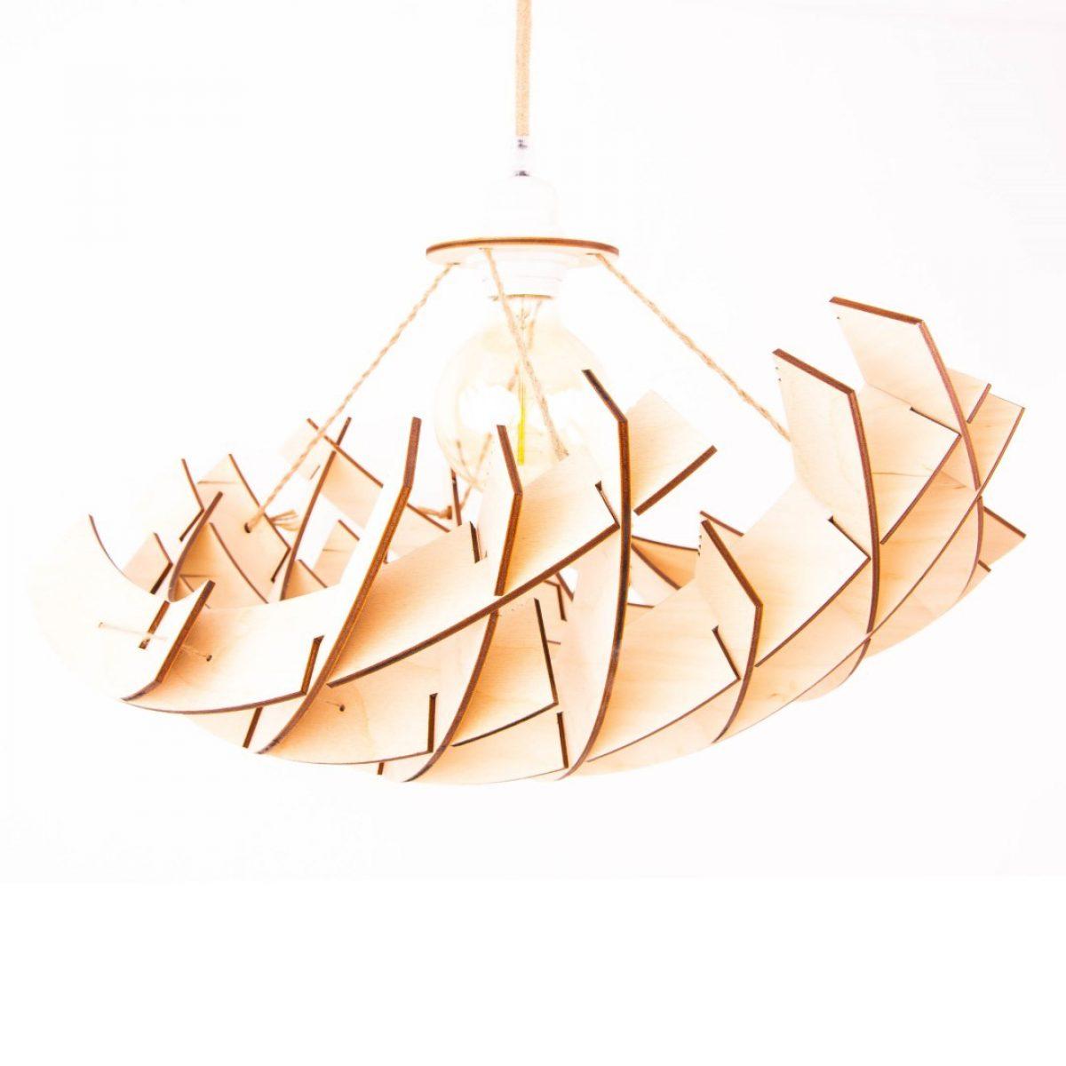 ażurowa lampa drewniana