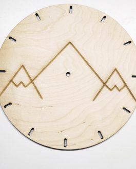 Zegar drewniany z grawerem – idealny prezent dla miłośników GÓR