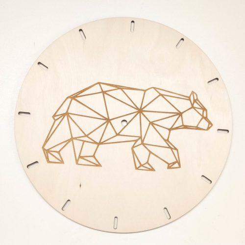 zegar ze sklejki z geometrycznym niedźwiedziem