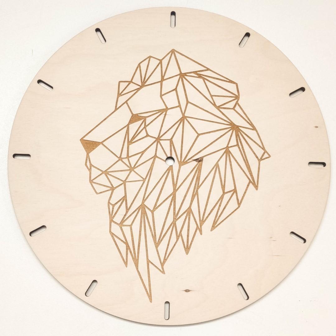 zegar ścienny z lwem