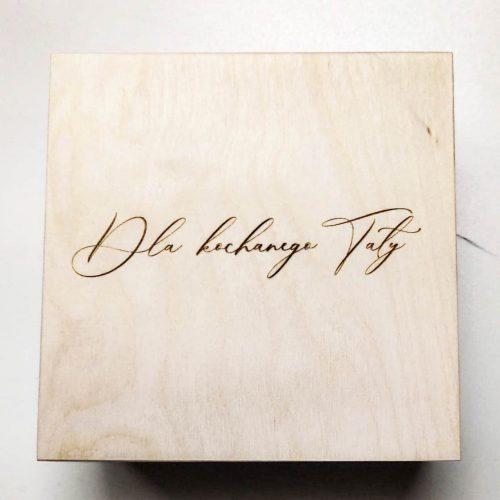 drewniane pudełko z grawerem