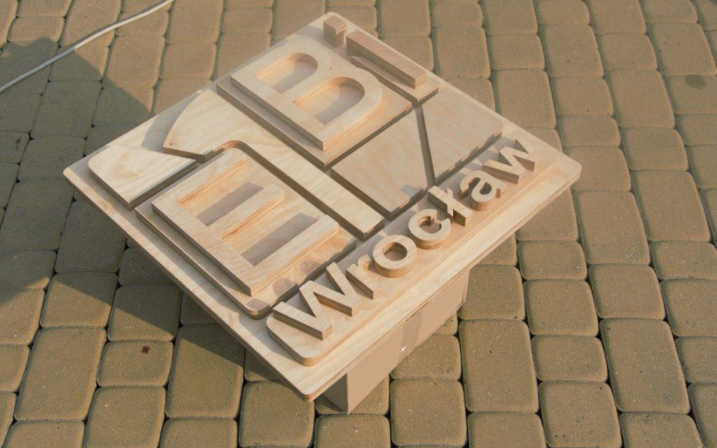drewniane logo