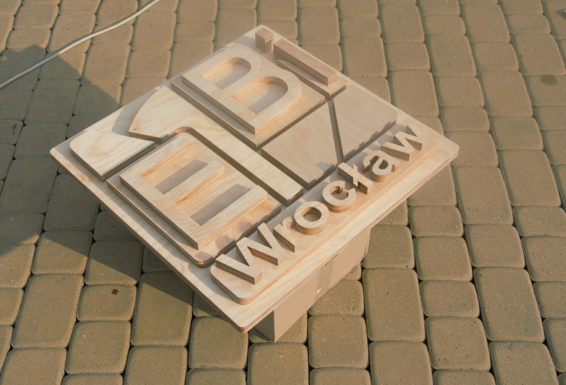 Ręcznie wykonane drewniane logo wycinane laserem