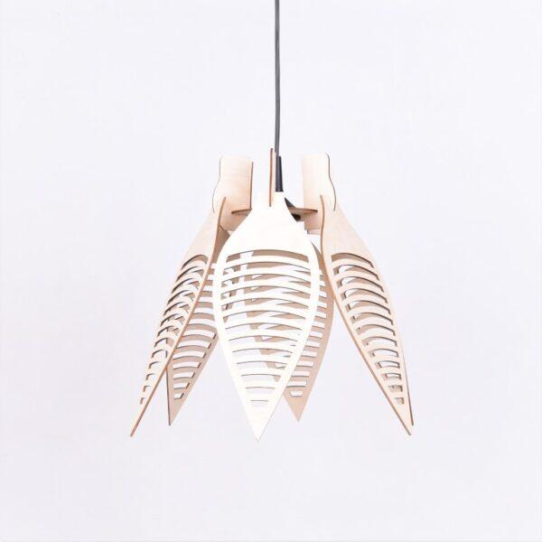 lampa wisząca z drewnem
